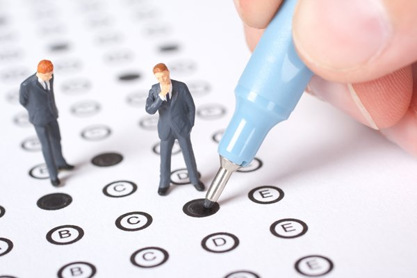 Кому и когда устанавливается испытательный срок при приеме на работу