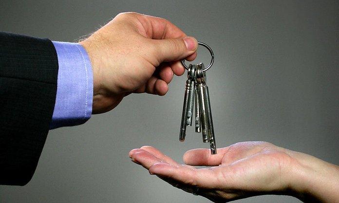 Изображение - Как переоформить квартиру на родственника путем дарения a135b103fd4e71014903f04d6544398a-696x417